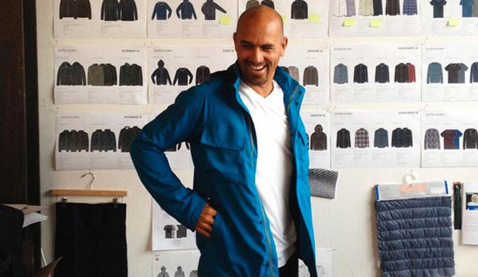 Kelly Slater lança linha de roupas sustentáveis feitas inteiramente de lixo plástico stylo urbano