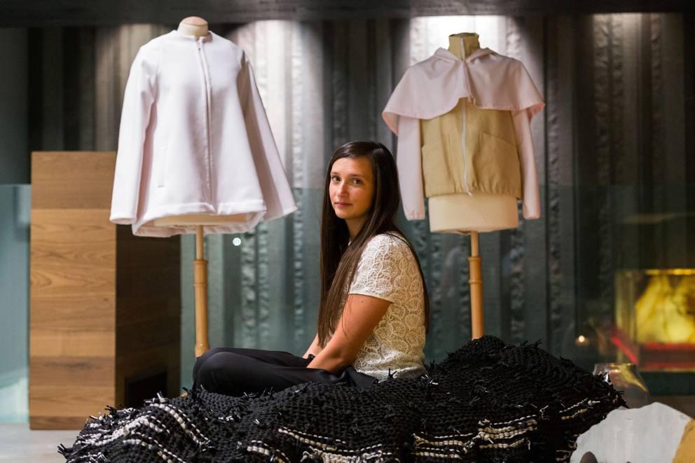 Estudante de moda cria um tecido inovador feito de pó de mármore stylo urbano-1