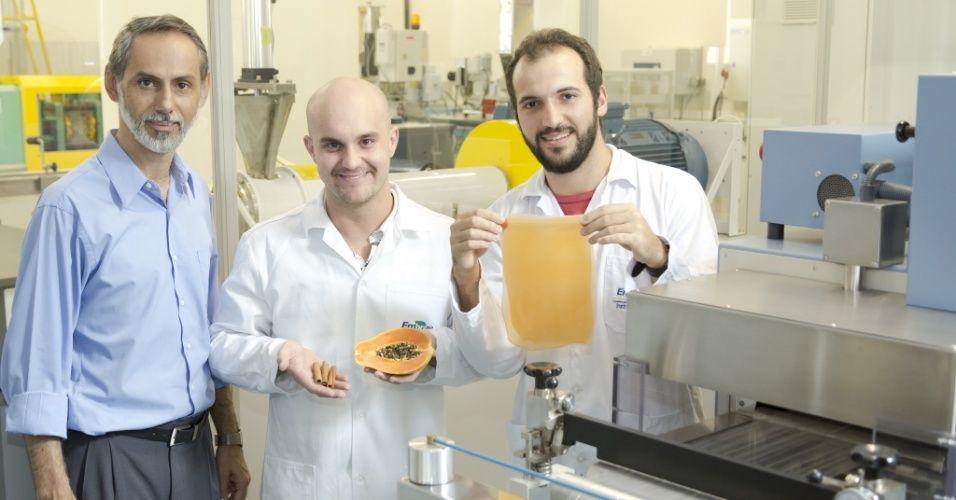 Pesquisadores brasileiros desenvolvem plástico biodegradável e comestível feito de frutas stylo urbano-2