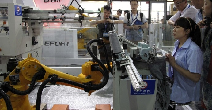 China vai substituir humanos por robôs para modernizar suas fábricas têxteis stylo urbano-1