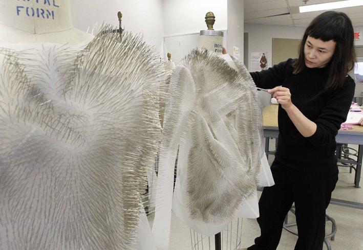 Ying Gao cria roupas interativas com tecnologia de rastreamento ocular stylo urbano