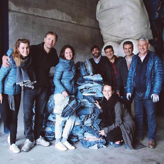 """MUD Jeansreciclou 3000 calças jeans velhas em sua campanha """"Recycle Tour"""" stylo urbano-1"""