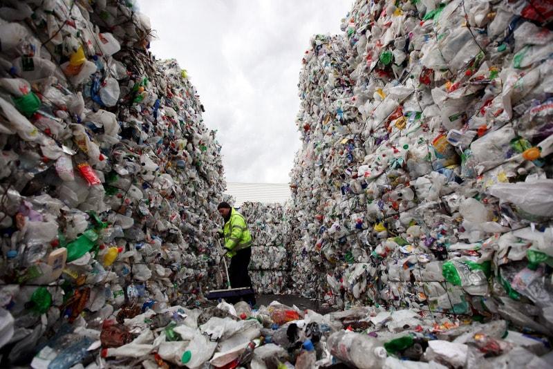 Cientistas descobrem método eficiente para converter lixo plástico em combustível stylo urbano