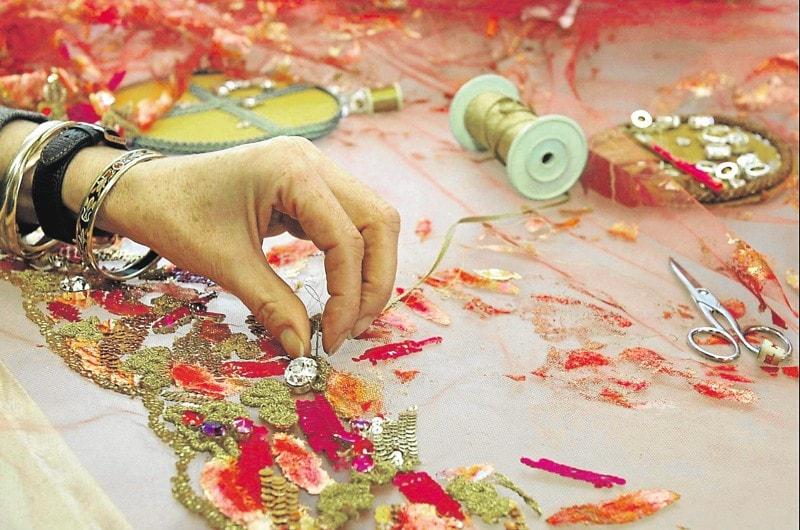 Karl Lagerfeld e Chanel celebram em desfile os artesãos que tecem a moda stylo urbano