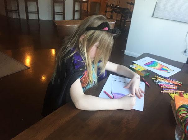 Marca de moda infantil permite que as crianças desenhem as estampas de seus vestidos stylo urbano-1
