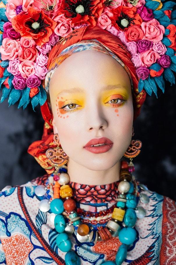 Artistas recriam coroas de flores tradicionais da polônia com um toque moderno stylo urbano-1