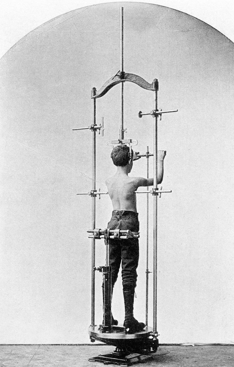 vintage-weight-lifting-machines-5-min