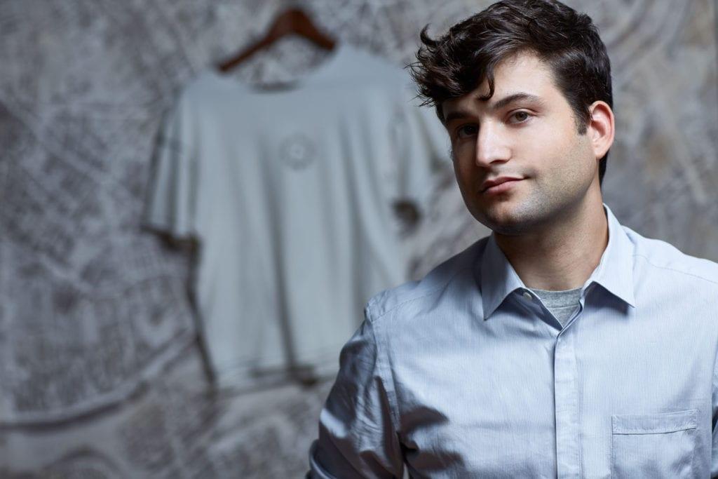 Startup Sewbo criou a primeira camiseta costurada roboticamente do mundo stylo urbano