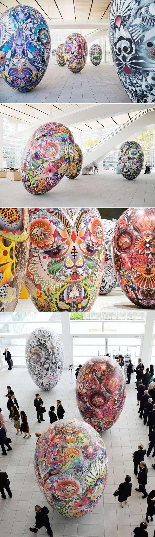 Designer cria objetos infláveis em forma de ovo cobertos com estampas gráficas stylo urbano