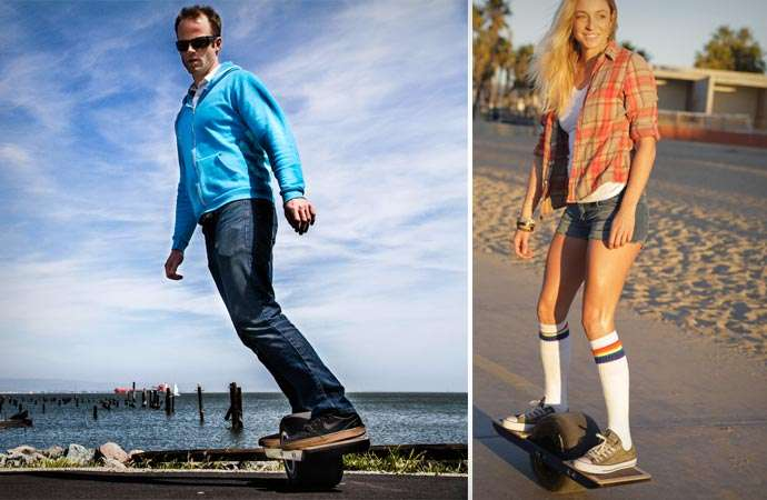 Surfando em terra firme com o prático skate elétrico Onewheel stylo urbano