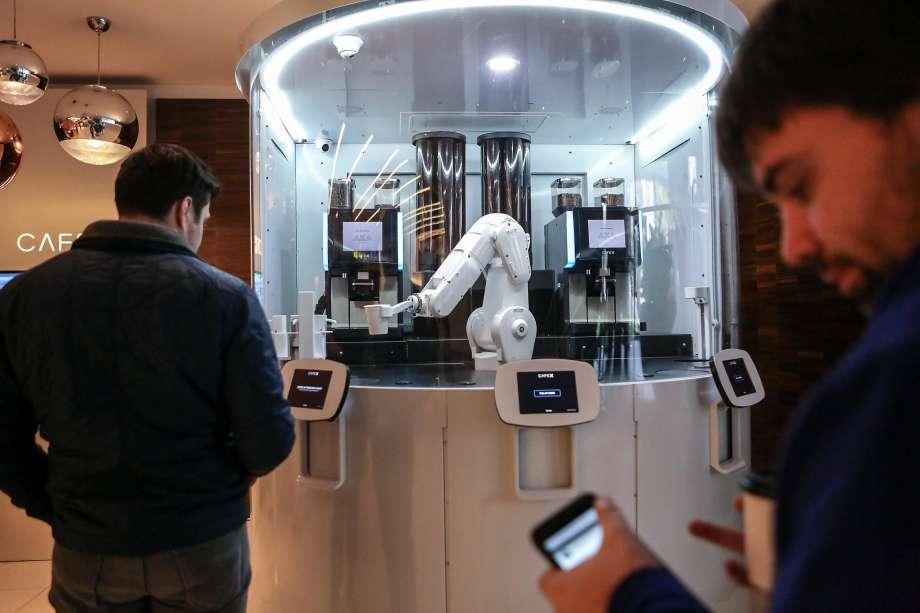 Cafe X - O quiosque automatizado com robô barista que serve café stylo urbano