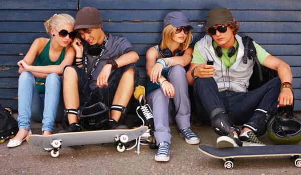 """Os """"nativos digitais"""" da Geração Z preferem fazer compras nas lojas físicas stylo urbano"""