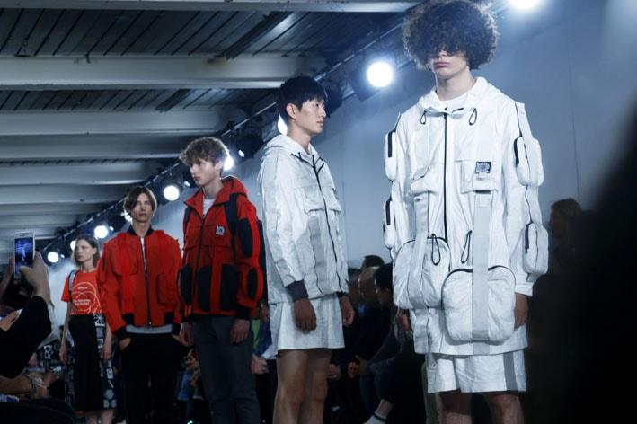 A moda upcycling streetwear do estilista britânico Christopher Raebun stylo urbano