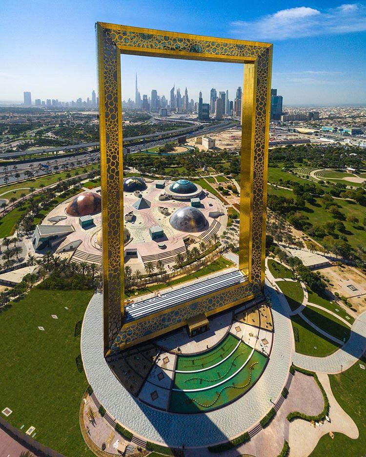Dubai inaugura sua nova atração, uma torre em forma de moldura gigante stylo urbano