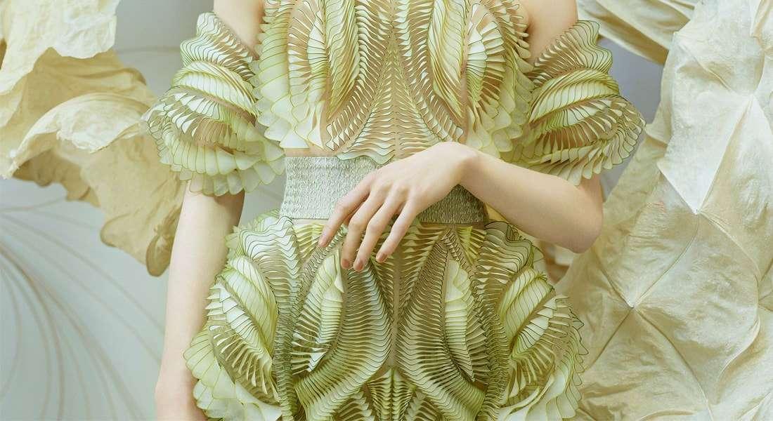 Novas fibras têxteis feitas de resíduos e materiais renováveis impulsionam  a inovação na moda e71349b8b5830